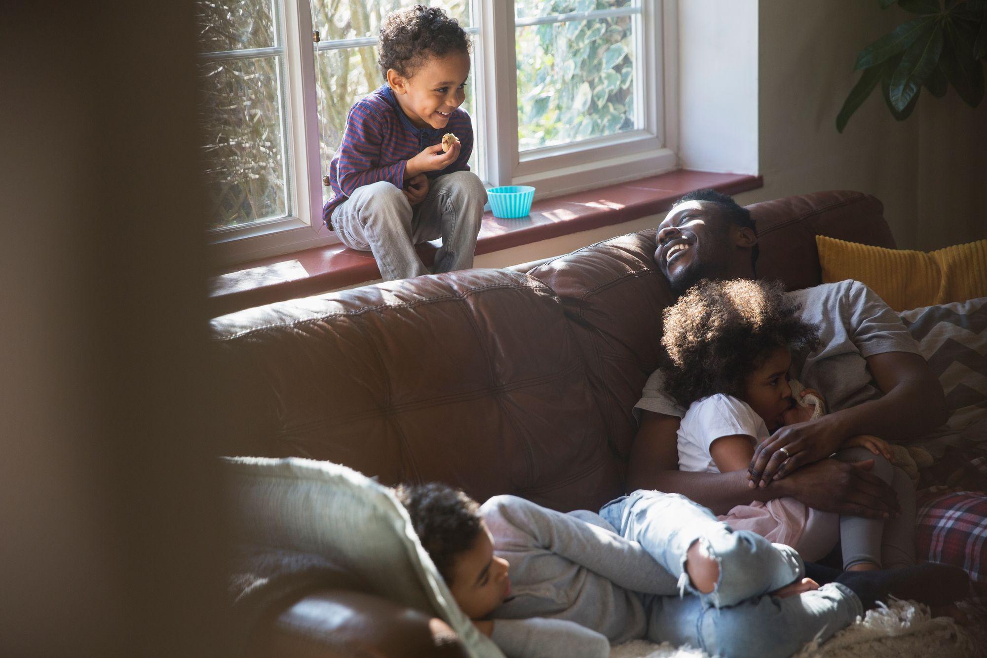 criança-pai-filho-viagem-trocadecasa-família-férias