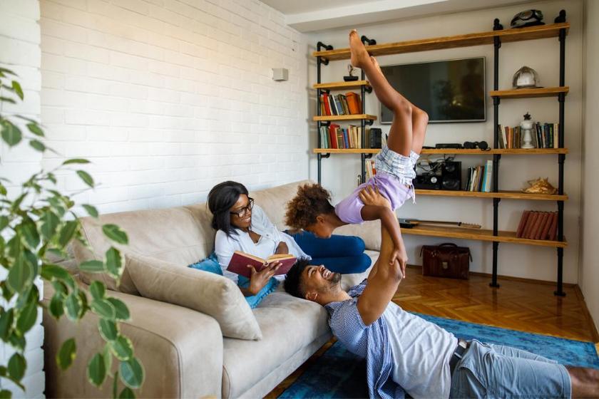 Troca de casa-família-férias-crianças