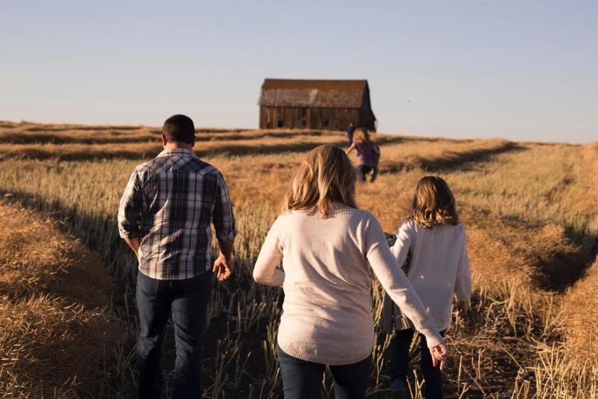 Troca de casa-família-férias-crianças-passeio-campo